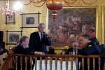 Zleva Václav Kalčík, starosta OSH Domažlice, Václav Marian, vedoucí Klubu zasloužilých hasičů Chodska a domažlický hasič, senátor Jan Látka.
