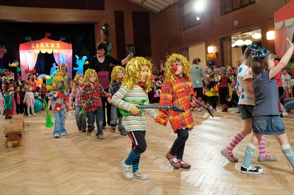 Maškarní karneval ve Staňkově.