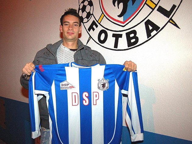 Jeden z nejlepších středopolařů divize Petr Mužík se stal hráčem Jiskry Domažlice, kam přestoupil z VD Luby.