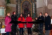 Z benefičního koncertu vokální skupiny Singtet v kostele sv. Václava.