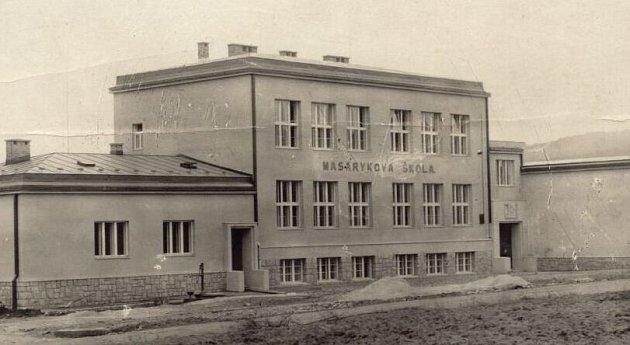 PŮVODNÍ BUDOVA Masarykovy školy ve 20.letech 20.století byla postavena ve funkcionalistickém stylu.