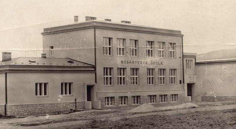 PŮVODNÍ BUDOVA Masarykovy školy ve 20. letech 20. století byla postavena ve funkcionalistickém stylu.
