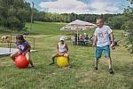 Děti plnily různé disciplíny a užívaly si letní odpoledne.