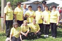 Výročí SDH  Újezd se slavilo tři dny.  Ženy – seniorky předvedly ukázku útoku tak, přesně jak se dělal před 45 lety