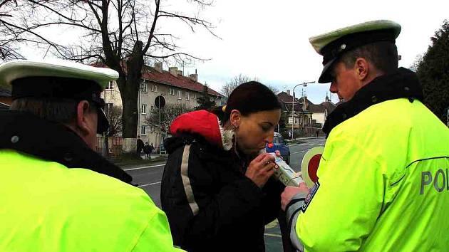 Kontroly policistů na silnicích našeho regionu nekončí.