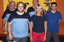 Kdyňskou bowlingovou ligu hraje i  Mix team ve složení zleva Oldřich Navrátil, Jan Tochor, Jan Burger, Zdeňka Hájková a Radek Hájek.