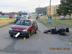 Řidič motorky utrpěl zranění a na stroji vznikla škoda za 100 tisíc.
