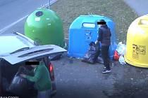 ODPAD ZA TŘI TISÍCE. Pytle s odpadem odhozené na veřejné prostranství strážníci ohodnotili třítisícovou pokutou.