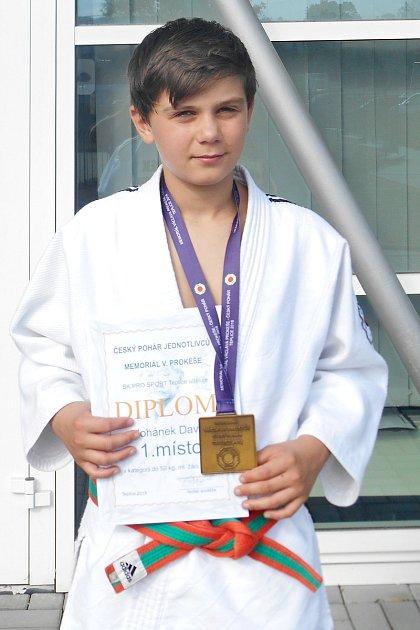 David Johánek přivezl zČeského poháru vjudu mladšího a staršího žactva první místo vkategorii mladších žáků.