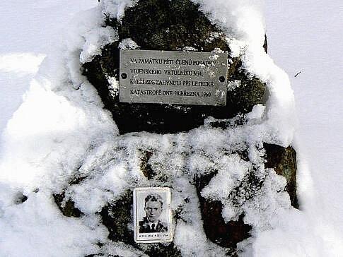 Pomníček  obětem tragické nehody vrtulníku.