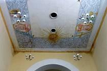 Z interiéru kostela sv. J. Nepomuckého v Trhanově. Nejvíce zatékalo v části pod věží.