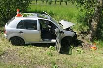 Vážená dopravní nehoda se stala mezi Kdyní a Domažlicemi. Pro těžce zraněného řidiče, který narazil do stromu, letěl vrtulník.