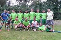 Fotbalisté z TJ Hraničář Česká Kubice v přípravě v Osvračíně.