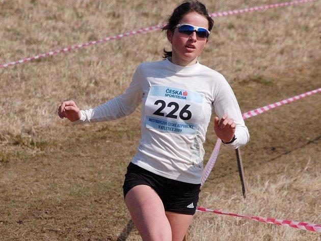KATEŘINA BEROUŠKOVÁ. Domažlická Mílařka většinu tříkilometrového závodu vedla, ale ve finiši ji soupeřka předběhla.