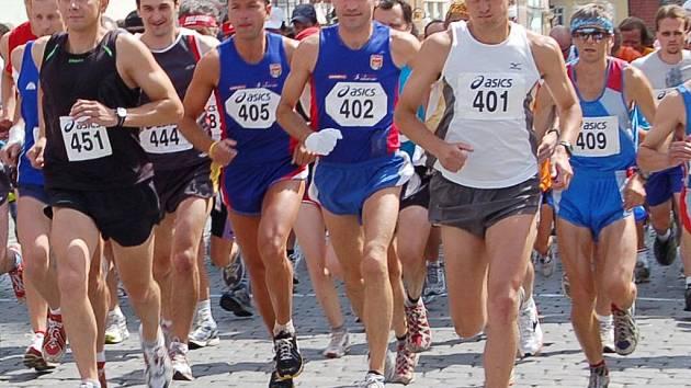 ZAUJME NÁHRADNÍK? Panevropský půlmaraton je jakousi náhradou za stejně dlouhý běh mezi partnerskými městy Domažlice a Furthem im Wald, který se v letošním roce nekoná.