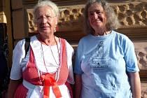 Dvojčata (zleva) Johanna a Kristina z Ingolstadtu navštívily Chodské slavnosti již po pětadvacáté.