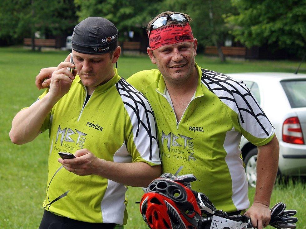 Jubilejní 10. Babylonská šlapka a zástupci jednoho z kdyňských bikerských týmů.