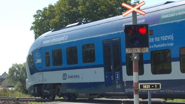 Vlak na trati Domažlice - Plzeň.