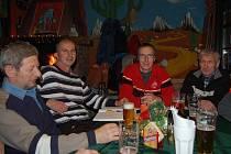 Ze schůze členů sportovního klubu Sněhaři.