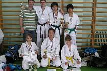 Předseda Sportovní unie okresu Domažlice Zdeněk Kubalík (nahoře vlevo) je i úspěšným trenérem karate.