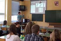 Každý soutěžící musel svoji práci obhájit před odbornou porotou. Publikum tvořili žáci a učitelé z gymnázia.