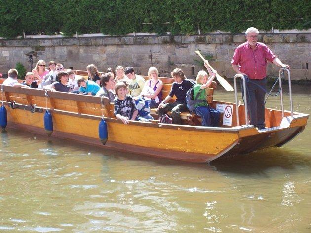 Plavba na loďkách do Ambergu.