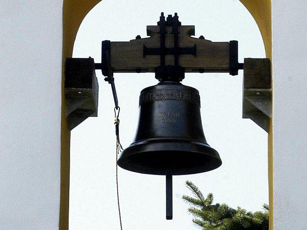 Zvon ve zvoničce. Ilustarční foto.