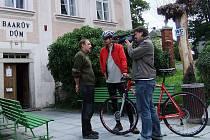 Tvůrci pořadu Cyklotoulky vyzpovídali starostu Klenčí pod Čerchovem Karla Smutného.