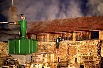 Sobotní požár v dřevozpracujícím podniku v Trhanově.