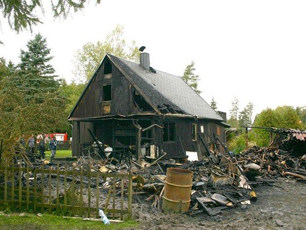 Ohořelá chata na Šnajberku.