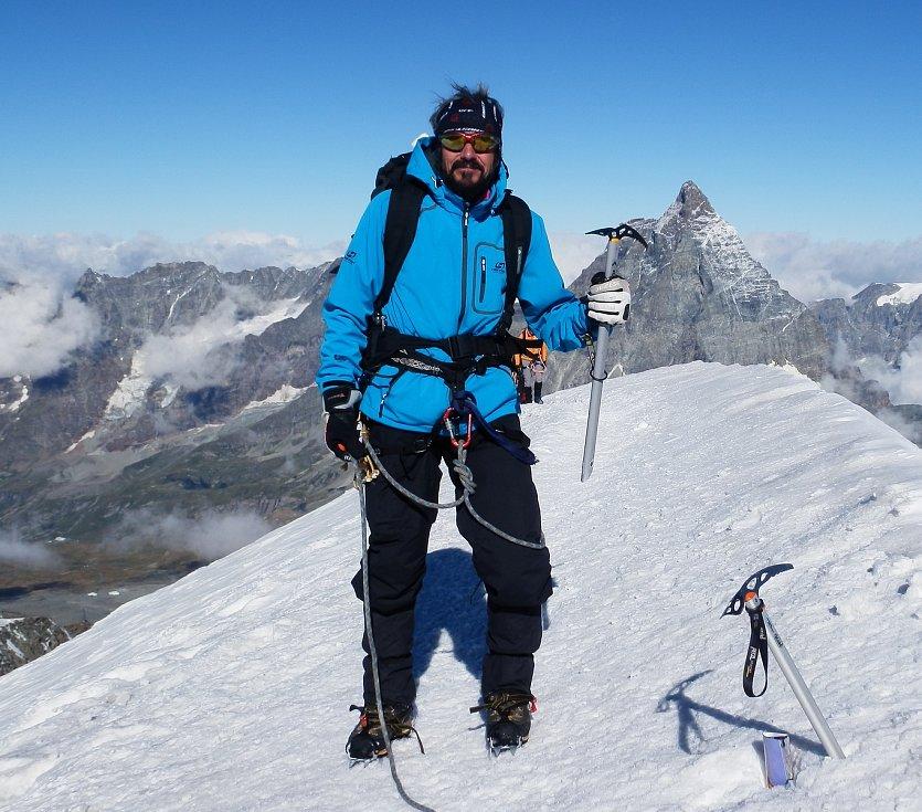 Jiří Královec se nebál ani horských výstupů.