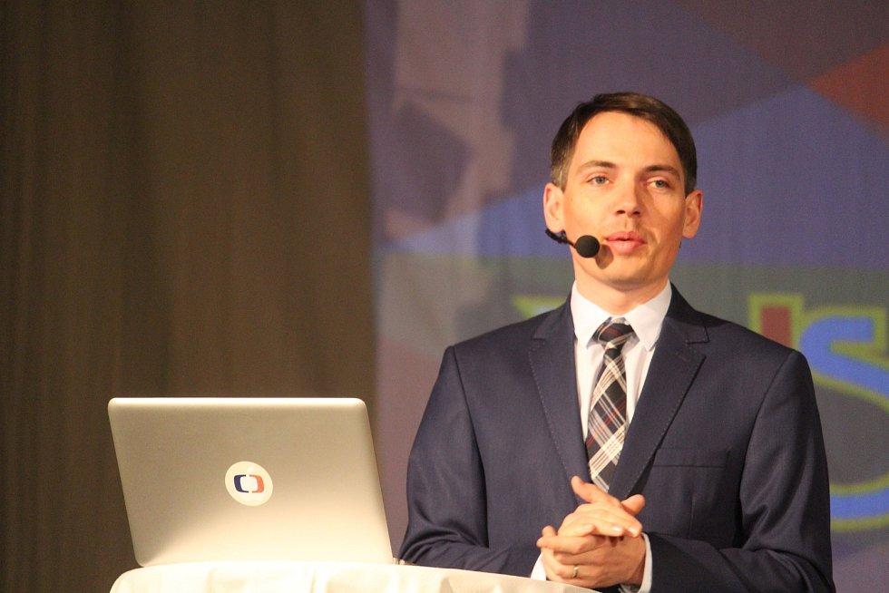Večerem provázel moderátor a sportovní komentátor České televize Tomáš Budka mladší.