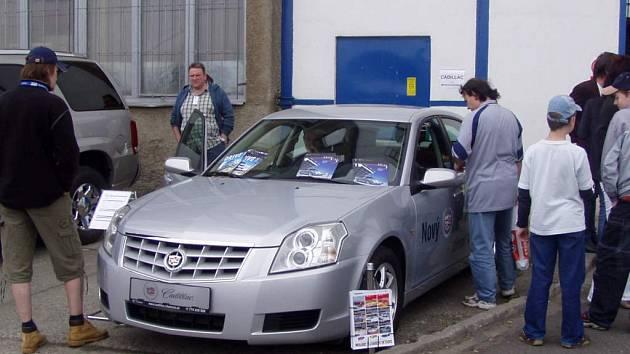 Výstava nových vozů je při pouti firmy APM  už tradicí