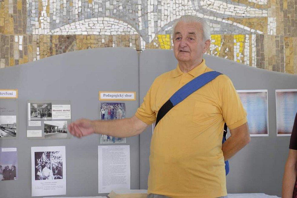 JAN SCHIMMER byl prvním ředitelem nové ZŠ.