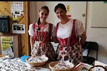 Ludmila Fliegelová se do pečení perníčků s chodskými motivy naplno pustila před čtyřmi lety. Řemeslu se však naučila od své babičky. Rodinné recepty, rady i vychytávky chce rodačka z Domažlic vydat knižně.