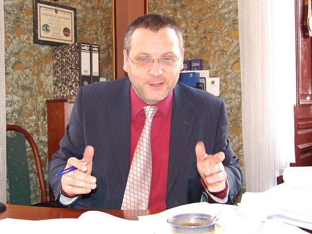 Domažlice patří mezi první desítku měst ČR, kde jsou  nejvhodnější podmínky pro podnikání. S výsledkem je celkem spokojen i starosta  Miroslav Mach.