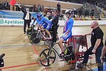 JEZDCI DUKLY BRNO před startem týmového sprintu v Appeldornu. Zepředu Pavel Kelemen, Denis Špička, Filip Ditzel.
