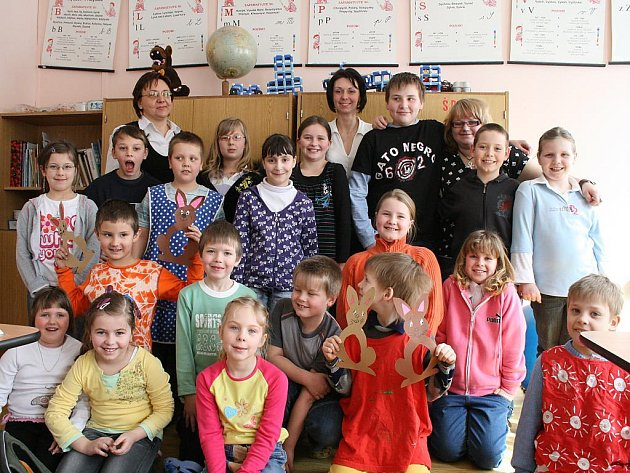 Mají k sobě blíž.Ředitelka základní a mateřské školy v Osvračíně vidí přínos malotřídních vesnických škol především v individuálním přístupu k žákům.