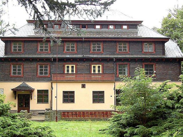 Budova bývalé zotavovny ROH na Vavřinečku.