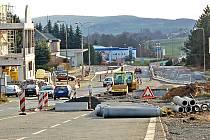 Okružní křižovatku staví Ředitelství silnic a dálnic Plzeň v místech bývalého celniště na hraničním přechodu Folmava. Další ´kruháč´ by se měl v příštím roce postavit o pár desítek metrů dál směrem do Německa.