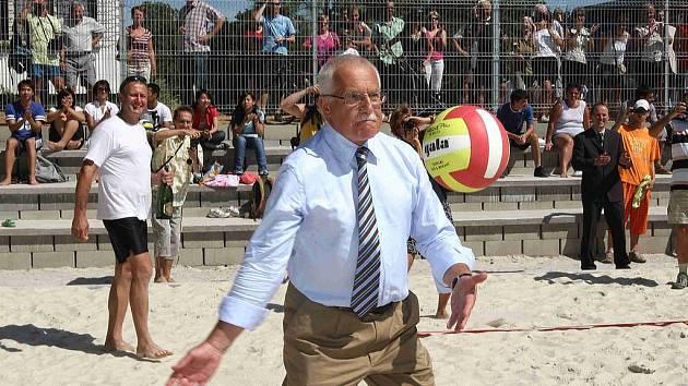 Nové beachvolejbalové kurty otevřel při loňských Chodských slavnostech prezident republiky Václav Klaus.
