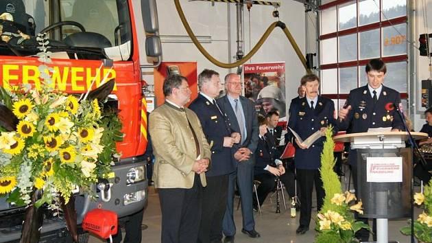 Z předávání nového vozu nabburgským hasičům.