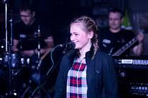 Eliška Mulačová vystupuje pod uměleckým jménem Ella Sing.