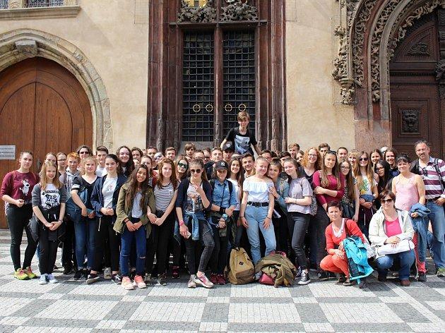 Francoužští studenti s domažlickými gymnazisty navštívili mj. Prahu.