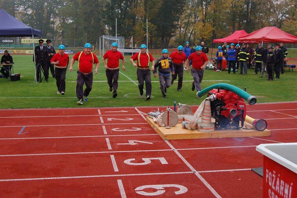 Finálový závod letošní Chodské veteránské ligy hasičů.
