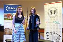 Hana Matějková společně se Zuzanou Breuerovou (akorden + příčná flétna)