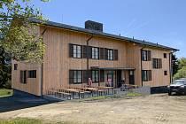 Proměnu bývalé vojenské roty na Čerchově, z níž se stane moderní horská chata, má na starosti domažlická projektová kancelář Zbyňka Wolfa.