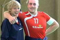 Martin Kiesenbauer z Volejbalu Domažlice (vpravo) se spoluhráčem Filipem Kupilíkem.