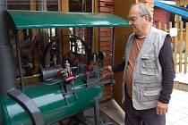 Rudolf Volf  vyrobil pro děti, které navštíví kolovečské muzeum,  funkční zmenšeninu parního stroje.