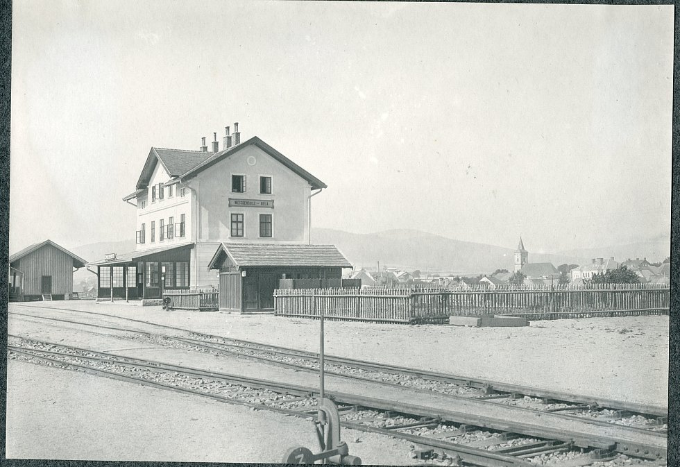 Historička Kristýna Pinkrová připravuje publikaci o historii Bělé nad Radbuzou a okolí. Na snímku je nádraží.